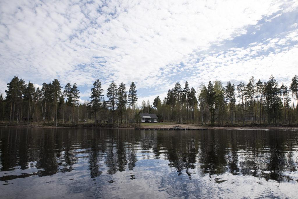 Kuva alueesta järveltä